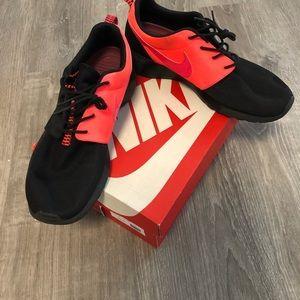 Nike Roshe Run Men's Sz 11.5